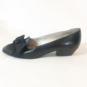 Bruno Magli Blk leather bow Flat shoes Italy 36.5